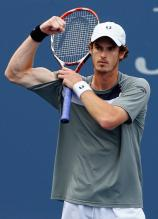 Andy Murray flexes his biceps.jpg