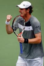 Andy Murray pumps his fist.jpg