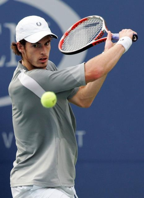 Andy Murray readies to hit a slice backhand.jpg