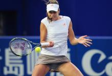 Ana Ivanovic tries to block a ball to her forehand.jpg