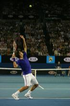 Roger Federer Ball Toss and Serve Preperation during the 2009 Championship match vs Nadal.jpg