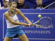 Victoria Azarenka hits a two handed backhand.jpg