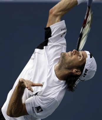 tommy haas serve before contact 2.jpg